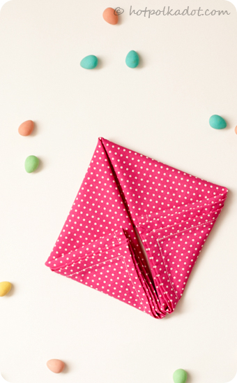 Learn how to fold your own bunny napkins just in time for Easter via @hotpolkadot.